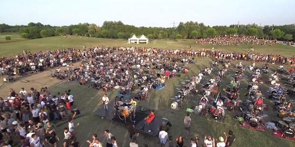 Rockin'1000 - In mille per suonare i Foo Fighters a Cesena