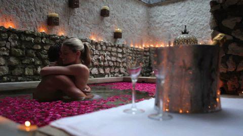 607961518-luna-di-miele-terme-matrimonio-champagne