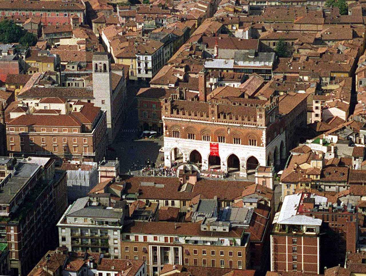 Vista dall'alto della città di Piacenza