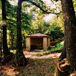 Marola, un antico metato, il fabbricato dove in passato venivano essicate le castagne
